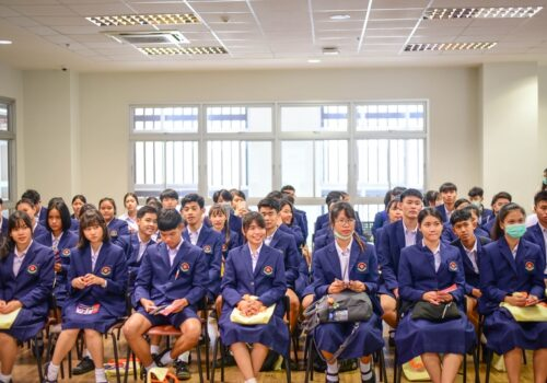 Dr. Pitipong Pimpiset led KKUIC faculty members and staffs to welcome the teachers and Intensive Program (IP) students of Kalasin Pittayasan School